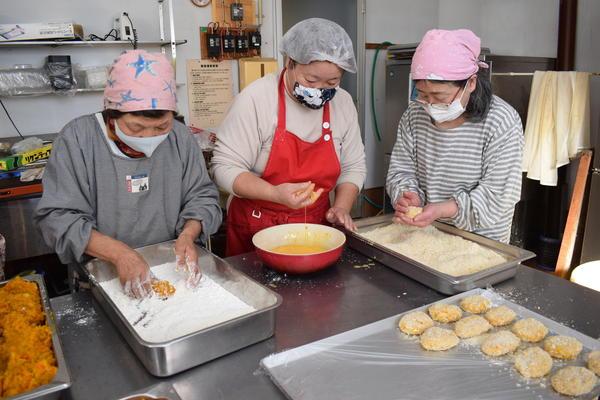 JA女性部 自ら育てたカボチャで料理教室